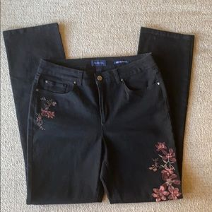 Like New Straight Leg Jeans w/embroidered accents